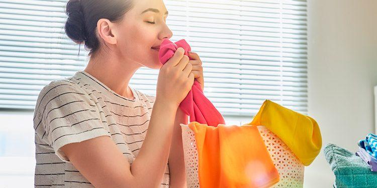 Evita el mal olor de la ropa de verano que se guarda mucho tiempo